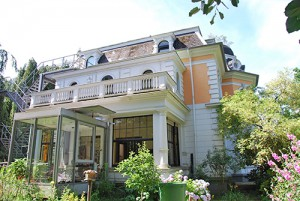 Gebäude-mit-Wintergarten Totale